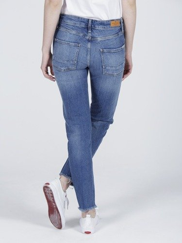 Jeansy damskie Cross Jeans Hailey N 491-006 Boyfriend Fit w kolorze Mid Blue